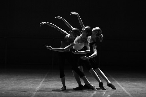 ballet-1376250__340.jpg
