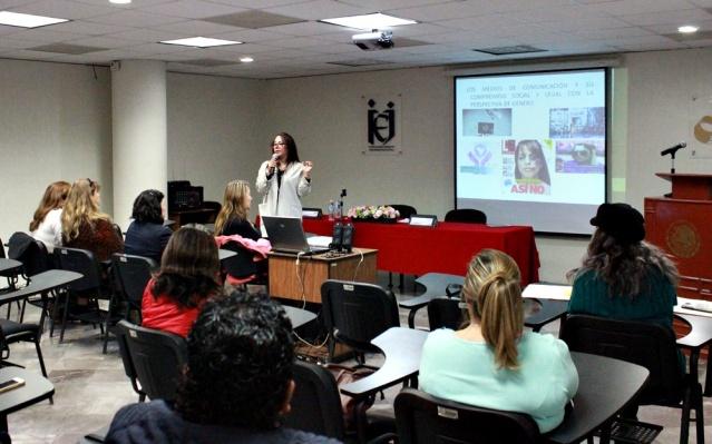 Conferencia Los medios de comunicación y su compromiso social y legal con la perspectiva de género,.JPG