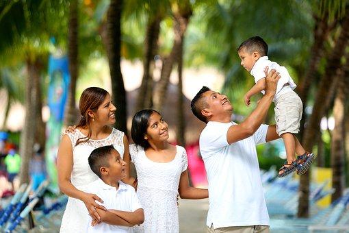 family-2432048__340.jpg