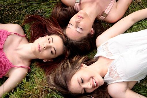 girls-1487825__340.jpg