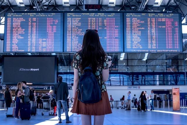 airport-2373727_960_720