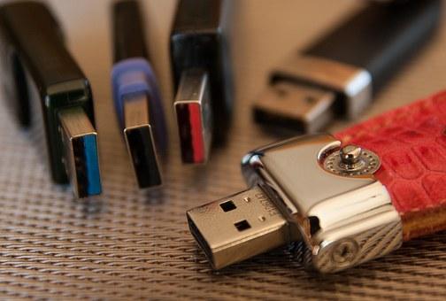 usb-key-1212110__340.jpg