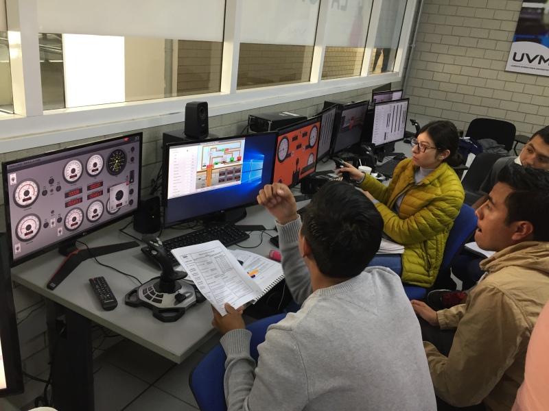 FotoLaboratorioPetroleo2.JPG